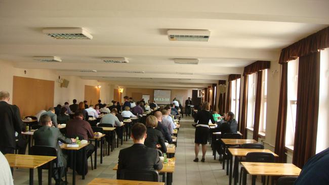 Sala egzaminacyjna. Egzamin na Doradcę Inwestycyjnego